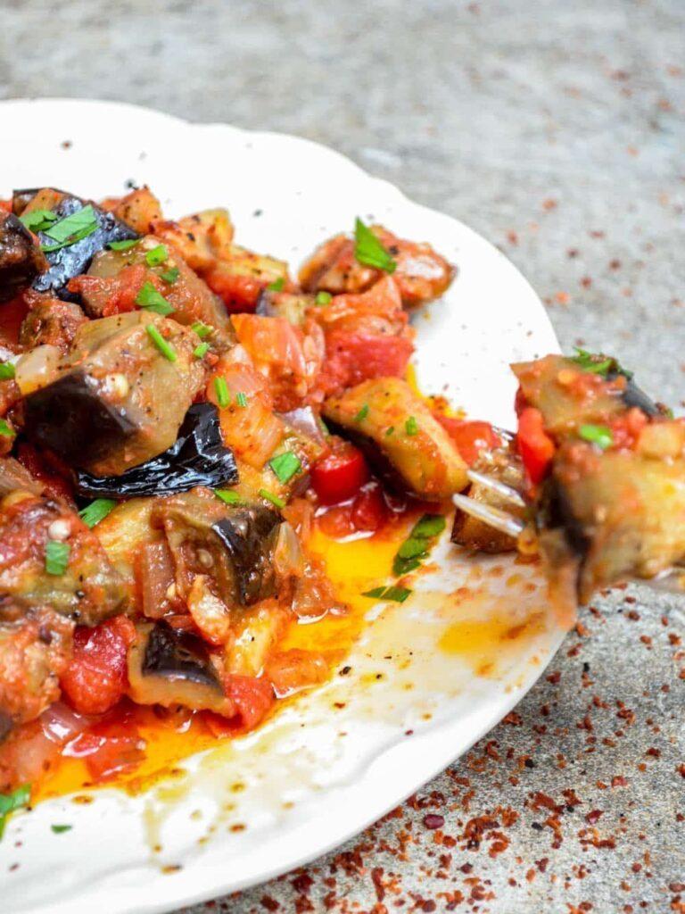 Aubergine i tomatsaus - tyrkisk oppskrift / Et kjøkken i Istanbul