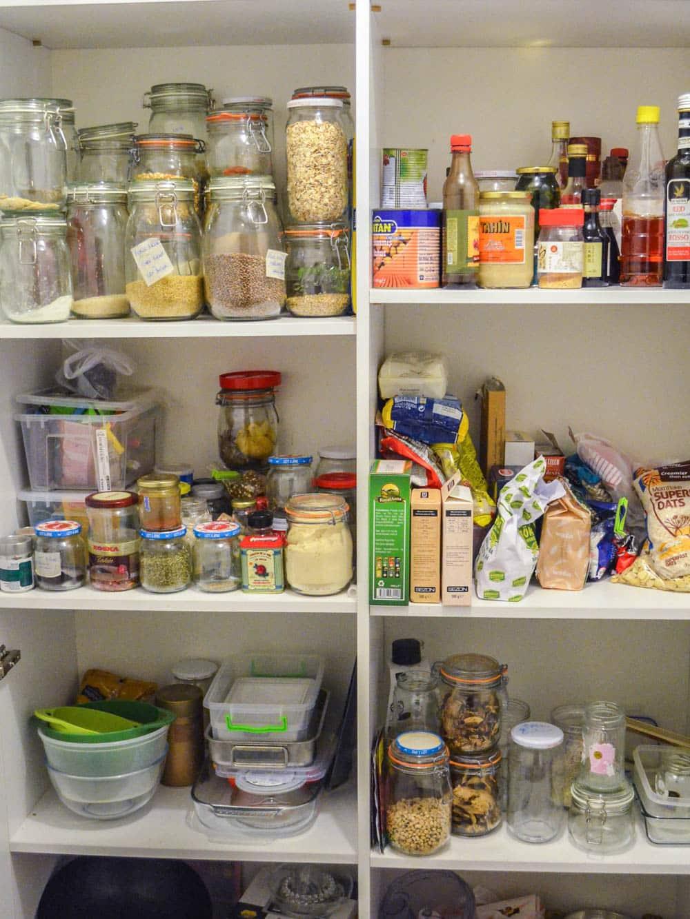Mitt kjøkkenskap! Har en del skuffer og da...