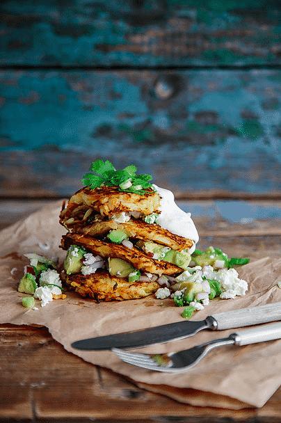 Potet- og gulrotrøsti med avokado- og fetasalsa. Foto: Matias Armand Jordal.