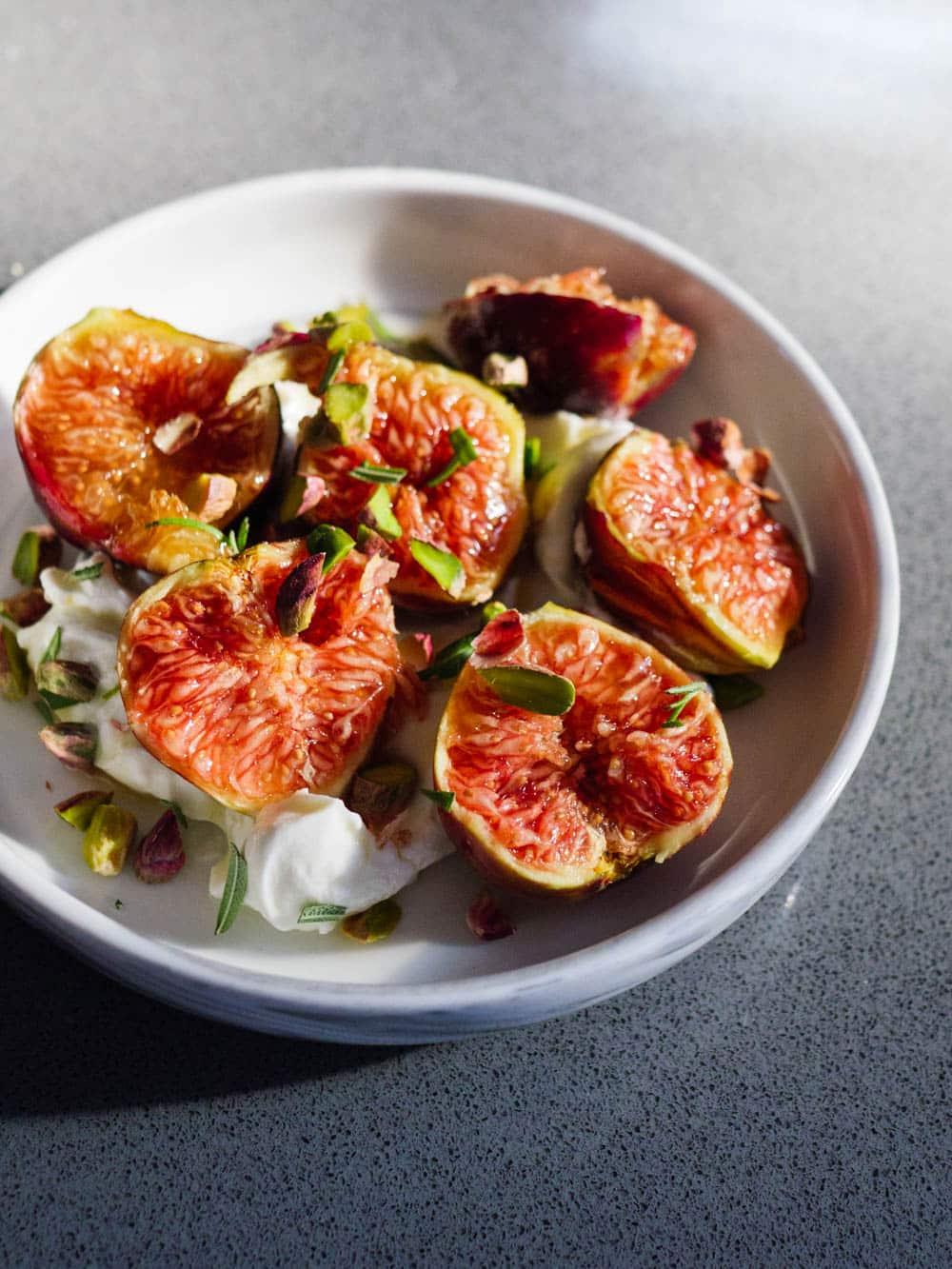 Fiken med labneh og rosmarin - oppskrift / Et kjøkken i Istanbul