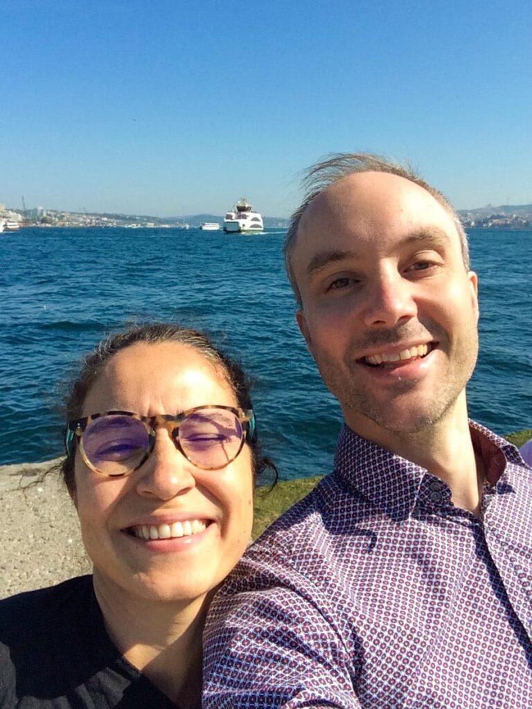 Selfie med fotograf Bahar Kitapcı og Vidar Bergum / Et kjøkken i Istanbul