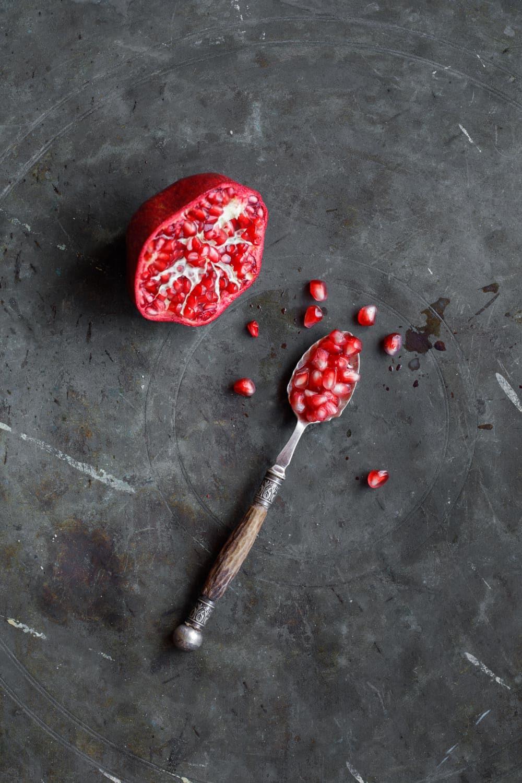 Hummus & granateple – Mat fra Tyrkia og Midtøsten av Vidar Bergum –fra idé til bok / Et kjøkken i Istanbul