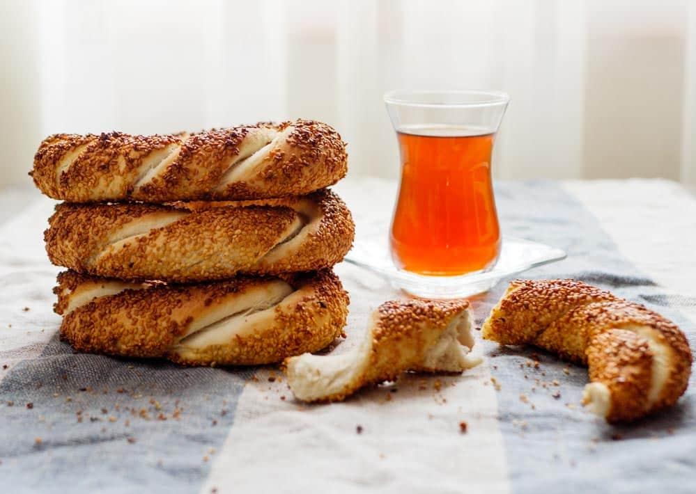 Simit – tyrkiske brødringer med sesamfrø - oppskrift / Et kjøkken i Istanbul