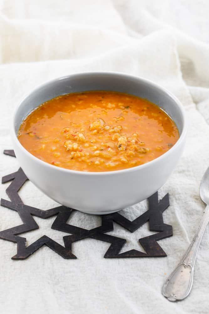 Linsesuppe med bulgur og ris (Ezogelin corbasi)