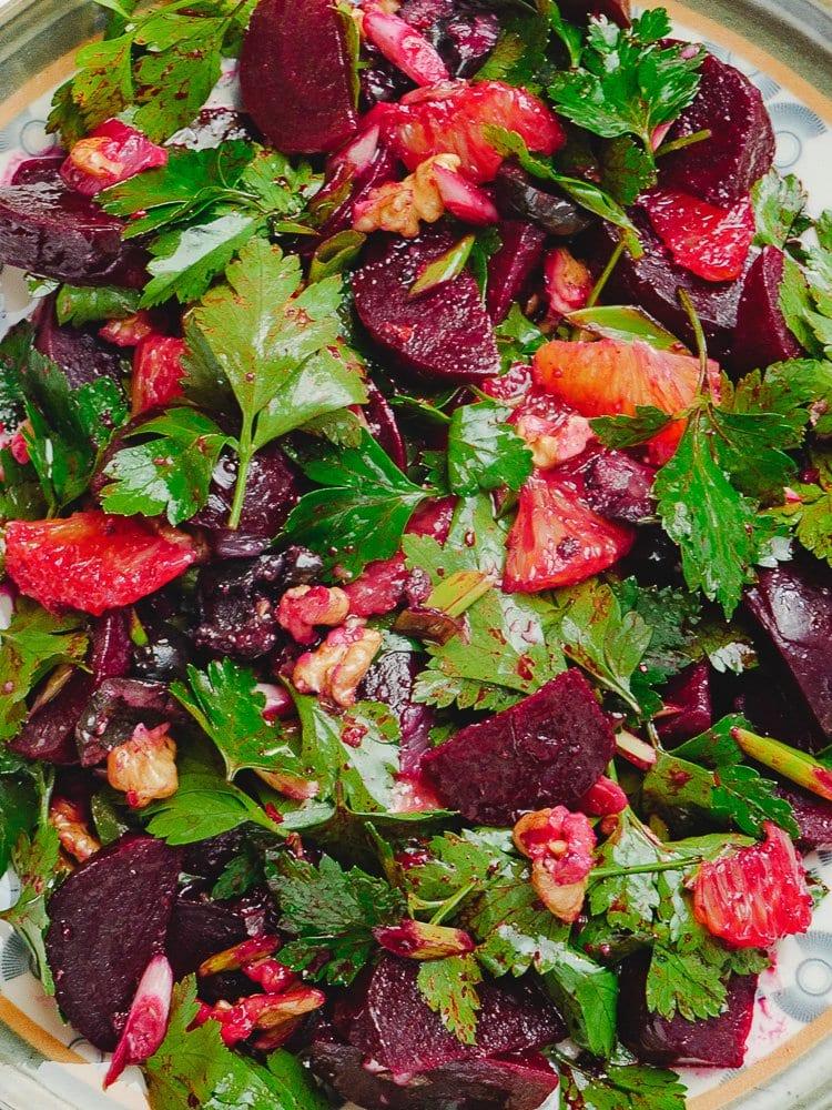 Rødbete- og sitrussalat med valnøtter og oliven - oppskrift fra Et kjøkken i Istanbul